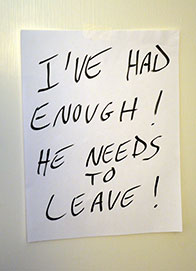 photo of a note left by an upset roommate